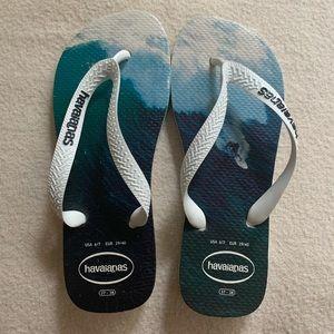 ❗️SALE❗️Havaianas Surfing Flip Flops Size 6/7